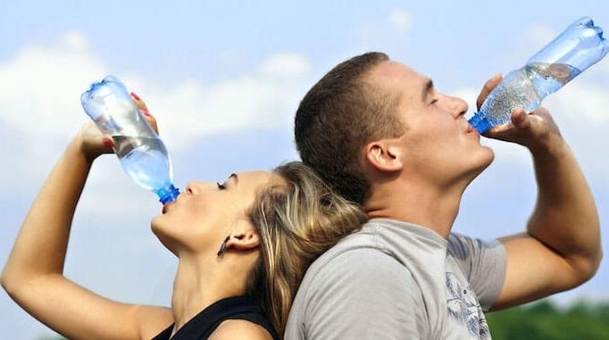 cơ thể cần được cung cấp đủ lượng nước mất đi