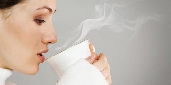 Tại sao nên uống nước ấm (nóng) vào mùa hè?